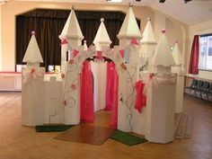 Your own castle a cardboard castle Pink Princess Party, Disney Princess Birthday Party, Cinderella Birthday, Princess Theme, 1st Birthday Girls, Castle Party, Cardboard Castle, Party Themes, Party Ideas
