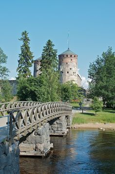Olaf's Castle - Olavinlinna, Savonlinna, Finland. Well that is fate Castle Ruins, Medieval Castle, Helsinki, Places To Travel, Places To See, Wonderful Places, Beautiful Places, Finland Summer, Finland Travel