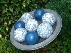 Schaal met porceleinen ballen