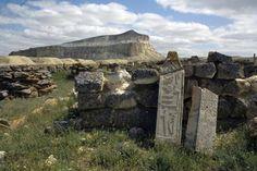 Um monumento de pedra com área equivalente a 200 campos de futebol foi descoberto em região desértica perto do Mar Cáspio Fonte: Misterioso monumento de 1500 anos é descoberto no Cazaquistão   Hype…