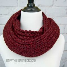 The weather is beginning to cool down, and fall accessories are heating up! Learn to knit an infinity scarf on a loom in this tutorial. Posted by happyhourprojects Loom Knitting Scarf, Round Loom Knitting, Infinity Scarf Knitting Pattern, Loom Scarf, Loom Knitting Projects, Diy Scarf, Arm Knitting, Knitting Patterns Free, Loom Patterns