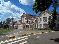 """Escola Superior de Agricultura """"Luiz de Queiroz""""(ESALQ) é uma unidade da Universidade de São Paulo (USP) voltada ao ensino, pesquisa e extensão universitária nas áreas das Ciências Agrárias, Sociais Aplicadas e Ambientais, localizada no Campus da USP em Piracicaba (São Paulo, Brasil)"""