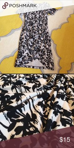 H&M black and cream floral dress This is an H&M black and cream colored summer dress. It has ruching on the left side, short sleeved, with an asymmetrical hem and crew neck. H&M Dresses Asymmetrical