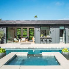 How to Design a Show-Stopping Pool House photo inspiration: california sunset pool house. wide open living room with murphy bed, kitchen with pass through window, door to entry with gear storage and laundry. Pool House Designs, Backyard Pool Designs, Small House Design, Pool Backyard, Modern Pool House, Small Pool Houses, Pass Through Window, Moderne Pools, Pool House Plans
