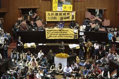 Estudantes invadem legislativo de Taiwan contra acordo com a China | #AcordoComercial, #China, #Estado, #EstudantesUniversitários, #LegislativoYuan, #MatthewRobertson, #Protesto, #Subsídios, #Taiwan