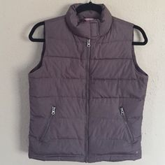 """American Eagle Brown Puffer Vest Preloved vest, still in excellent condition. Brown puffer vest with a center zipper and two front zipper pockets. Velcro strap collar. 100% polyester. Length is 22"""" and armpit to armpit across (zipped) is 18.5""""❌NO TRADES OR PAYPAL❌ American Eagle Outfitters Jackets & Coats Vests"""