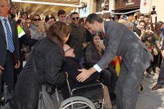 Su Majestad el Rey recibe el saludo de los vecinos de Tarragona que acudieron a su llegada a la Tarraco Arena Plaza. 16.03.2015