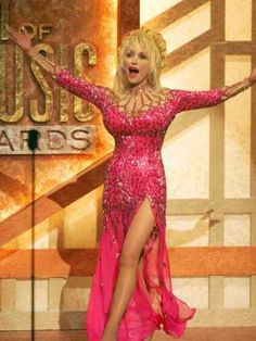 Pretty in pink. Most Beautiful People, Beautiful Women, Dolly Parton Kenny Rogers, Dolly Parton Pictures, Country Female Singers, Best Music Artists, Famous Women, Iconic Women, Hello Dolly
