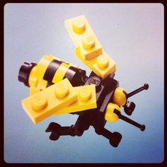 A bee made with LEGO bricks A bee made with LEGO bricks The post A bee made with LEGO bricks appeared first on Kristy Wilson. Lego Duplo, Lego Cars, Lego Design, Lego Friends, Lego Plan, Pokemon Lego, Instructions Lego, Lego Challenge, Lego Mecha