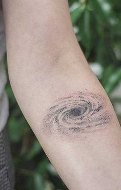 Arm Tattoos Snake, Circle Tattoos, Sun Tattoos, Body Art Tattoos, Sleeve Tattoos, Tattoos For Guys, Tatoos, Abstract Tattoo Designs, Star Tattoo Designs