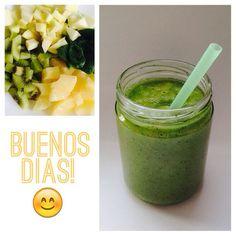 Zumo de fruta con manzana, kiwi, piña y espinacas. Fruit milkshake with apple, kiwi, pineapple and spinachs. #goodmorning #breakfast