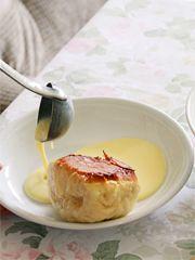 Dampfnudeln gehören zu den kulinarischen Legenden. Dieses wunderbare Rezept findet sich in dem Kochbuch Heimwehküche, …