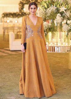 Pakistani Formal Dresses, Pakistani Fashion Casual, Pakistani Dress Design, Indian Fashion, Designer Party Dresses, Indian Designer Outfits, Fancy Dress Design, Frock Fashion, London Fashion