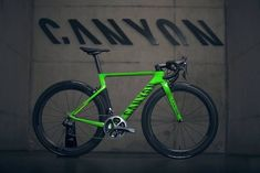 As a beginner mountain cyclist, it is quite natural for you to get a bit overloaded with all the mtb devices that you see in a bike shop or shop. There are numerous types of mountain bike accessori… Paint Bike, Bicycle Painting, Road Cycling, Cycling Bikes, Cycling Art, Cycling Jerseys, Cycling News, Canyon Bicycle, Bike Pump