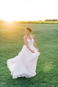 Home - Lindsey Ford Photography - Central PA Wedding Photographer Bridal Dress Shops, Bridal Gowns, Gown Designer, Cake Bakery, Groom And Groomsmen Attire, Magical Wedding, Vineyard Wedding, Bridesmaid Dresses, Wedding Dresses