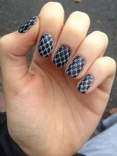 Matowe czarne paznokcie :)