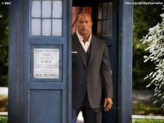 Doctor who fans !!!!! 13th doctor....Moffat wont kill The Rock off. Lmfao ;)
