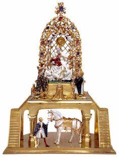 «Il cavallino bianco»-1404. Atelier orafo parigino o milanese - Altotting (Germania). I temi devozionali, come gli angeli che reggono la corona, sono quasi riassorbiti nella meravigliosa vivacità delle statuette, rese con realistica Immediatezza e realizzate con la preziosa tecnica dello smalto en ronde bosse, a tutto tondo. Il re di Francia Carlo VI di Valois è inginocchiato davanti alla Vergine: l'eccezionale oreficeria, uno dei capolavori assoluti del genere, è un dono votivo della…
