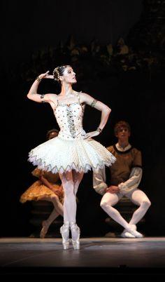 Carmen Corella (Ballet by Obra Social d'Unnim Caixa, via Flickr)