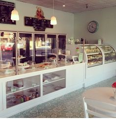 Like the counter displaY and the enclosed pastry case