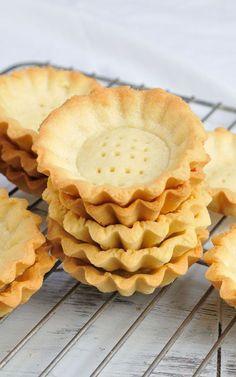 Mini Tart Shells - Small Bites and Snacks - Best Tart Recipes Tart Recipes, Sweet Recipes, Baking Recipes, Cookie Recipes, Pastries Recipes, Fudge Recipes, Curry Recipes, Mini Desserts, Just Desserts
