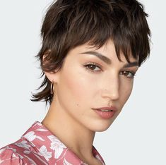 Short Hairdos For Prom 2018 - Haare ideeen Edgy Short Hair, Short Hair Trends, Edgy Hair, Short Hair Cuts, Short Hair Styles, Mullet Hairstyle, Pixie Haircut, Hair Today, Hair Looks