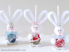 Diy: Easter Bunny Suckers.  LOTS of spring and Easter crafts here.