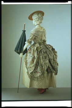 Gown | V 1775-1780 (made) This European dress was made of Chinese painted silk.