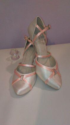 7 nejlepších obrázků z nástěnky Menbur svatební boty  286edb2535