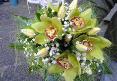 fascio-sposa-con-tulipani-bianchi-e-orchidee.jpg (570×400)