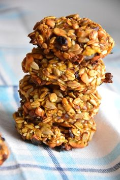 Ciasteczka z ziarnami, bananem i jabłkiem Cookies with grains, banana and apple Cake Cookies, Granola, Healthy Life, Cereal, Grains, Healthy Recipes, Healthy Food, Recipies, Banana