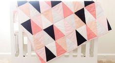 Faça esta linda e colorida colcha de patchwork com molde para o seu bebê, ou para você, fazendo com um tamanho maior.