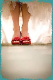 Mai da sottovalutare le scarpe....devono avere un carattere particolare..... http://www.facebook.com/tosetticomo?ref=ts