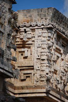maya uxmal palais du gouverneur (11) Tikal, Architecture Maya, Conquest Of Paradise, Art Chicano, Maya Civilization, Monuments, Art Tribal, Le Palais, Inca