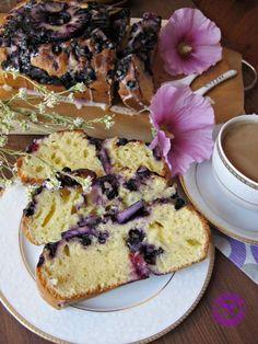 Ciasto jogurtowe – ucierane z jagodami, malinami i ananasem