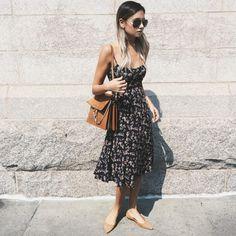 Bem como o preto e o branco, o marrom é uma das cores mais versáteis que se pode ter. É também chique, discreto e ao mesmo tempo trendy, pois faz parte da cartela de tons terrosos que andam bomband…