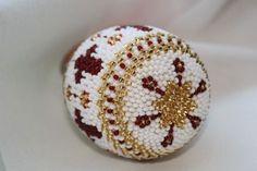 Яйцо пасхальное красное | biser.info - всё о бисере и бисерном творчестве