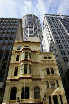 Old and new - Sydney CBD by claudia@flickr, via Flickr  Wynard, Sydney, NSW, Austrália