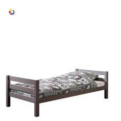 V jednoduchosti je krása. Možno to znie ako klišé, ale pri nábytku to platí dvojnásobne. Posteľ z borovicového dreva sa hodí do detskej izby, ale vďaka svojej štandardnej veľkosti sa na nej vyspí aj dospelý.   Zadovážte deťom k posteli aj kvalitný matrac. Toddler Bed, Furniture, Home Decor, Homemade Home Decor, Home Furnishings, Interior Design, Home Interiors, Decoration Home, Home Decoration