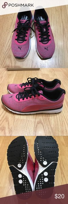 Puma sport shoes Pink puma sport shoes very comfortable looking cute for your style Puma Shoes