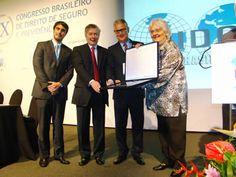 "Sergio Barroso de Mello recebe o prêmio ""Jurista Destaque do Ano de 2014"" | Segs.com.br-Portal Nacional|Clipp Noticias para Seguros|Saude"