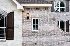 Chocolate Frost M White Mortar Flush Cut Finish View A Rustic Houses Exterior, Modern Farmhouse Exterior, Dream House Exterior, Exterior House Colors, White Wash Brick Exterior, Brown Brick Houses, Light Brick, Brick Colors, Exterior Remodel