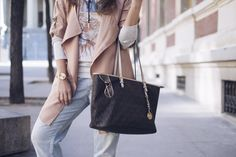 zaful, blazer, bolso, michael kors, jeans, denim, jeans boyfriend, botin, botas, sueter, tendencia, blogger, blog de moda, streetstyle, ifestyle, fashion, chic, look, outfit, look of the day, outfit of de day, reloj dorado, watches, gold