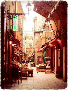 Per i vicoli del mercato di Mezzo - Bologna