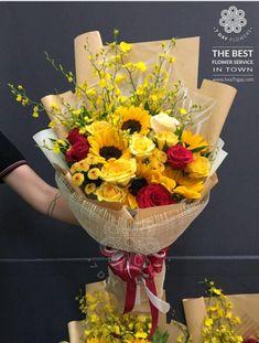 Flower Bouquet Diy, Sunflower Bouquets, Beautiful Bouquet Of Flowers, Hand Bouquet, Flowers For You, Floral Bouquets, Colorful Flowers, Modern Flower Arrangements, Flower Packaging