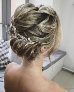 Textured wedding updo hairstyle ,messy updo wedding hairstyles ,chignon , messy updo hairstyles ,bridal updo #wedding #weddinghair #weddinghairstyles #hairstyles #updo #promhairstyle