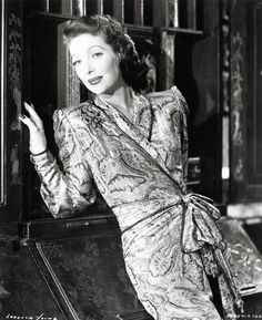 Loretta Young /Love her dress Loretta Young, Young And Beautiful, Most Beautiful, Bishop Wife, Judy Lewis, Hollywood Stars, Classic Hollywood, Hollywood Icons, Vintage Hollywood