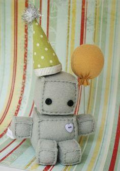 Adorable Robot Plushies so doing that Felt Crafts, Crafts To Make, Fabric Crafts, Sewing Crafts, Sewing Projects, Arts And Crafts, Plushies, Softies, Robot Theme