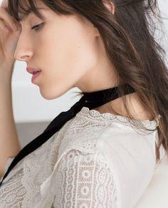 http://www.zara.com/fr/fr/femme/chemises/tout-voir/top-en-dentelle-c733890p2856515.html