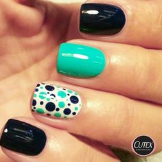 Cute polka dot accent nail
